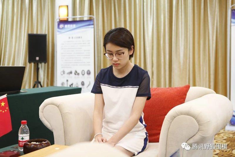 """女子擂台赛花絮:里菜求师绝艺 於之莹""""顺""""走崔精零食"""